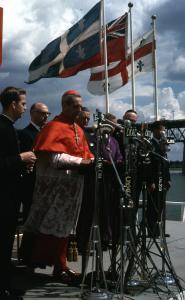 Bénédiction du site par le cardinal Léger