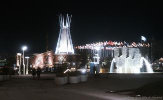 Vue de nuit du Pavillon des Indiens du Canada