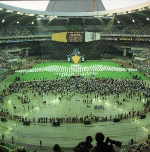 Cérémonie au Stade olympique lors de la venue du pape.