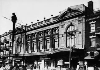 Devanture du théâtre Rialto sur l'avenue du Parc en 1936