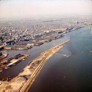 Travaux d'agrandissement de la jetée en préparation d'Expo 67.