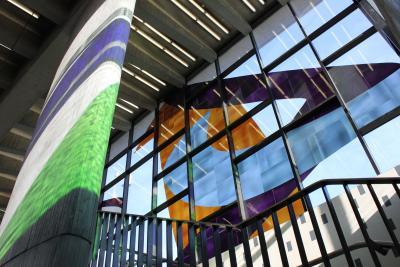 La verrière du métro Champ-de-Mars, œuvre de Marcelle Ferron