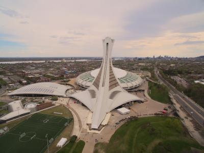Vue aérienne du Parc olympique, avec le Stade, le Biodôme, le Planétarium et le stade Saputo