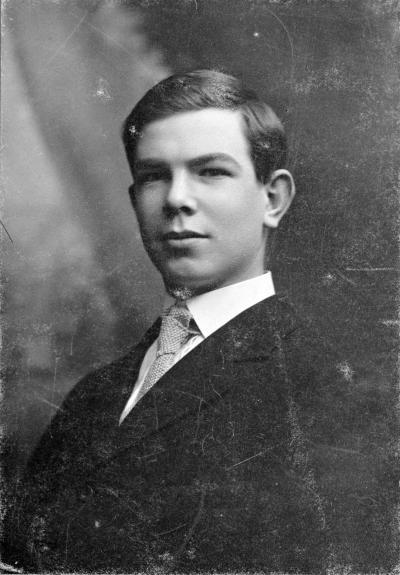 Photo noir et blanc de Norman Bethune jeune homme