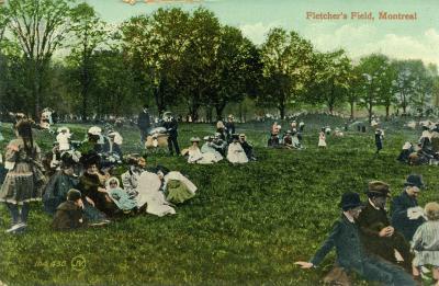 Carte postale montrant des gens, en famille ou entre amis, assis sur l'herbe