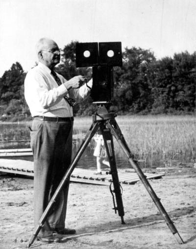 Ernest Ouimet avec une caméra