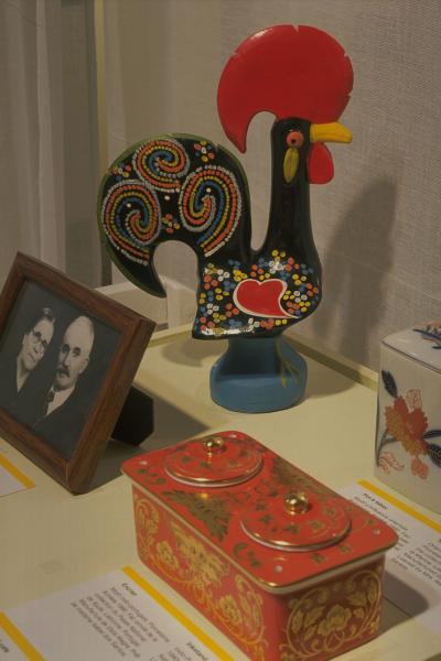 Objets prêtés par des Montréalais d'origine portugaise pour l'exposition Encontros au Centre d'histoire de Montréal.