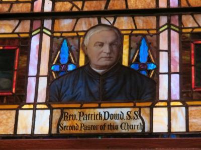 Vitrail du père Dowd dans la basilique de Saint-Patrick