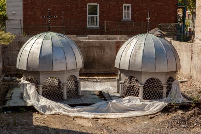 Éléments de l'église Koimisis Tis Theotokou sur le terrain nettoyé