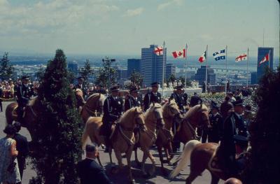 La cavalerie de la police de Montréal au belvédère du mont Royal