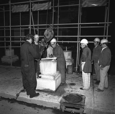Ouvriers détruisant l'exposition Corridart.