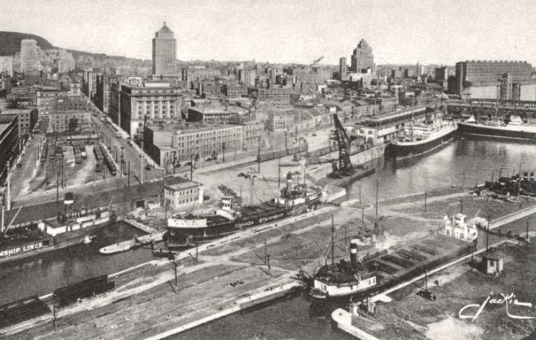 Vue aérienne montrant l'entrée du canal de Lachine et la partie ouest du Vieux-Montréal