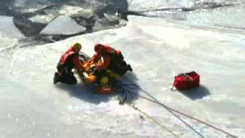 Ice rescue (in French)