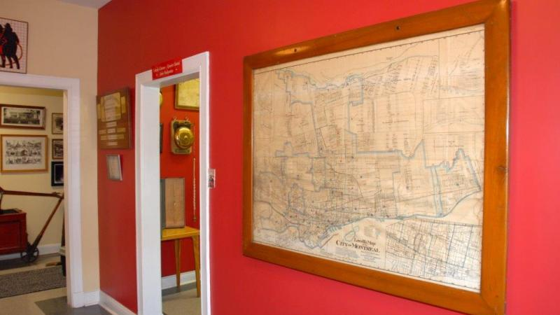 Une carte de la Ville de Montréal au Musée des pompiers de Montréal.