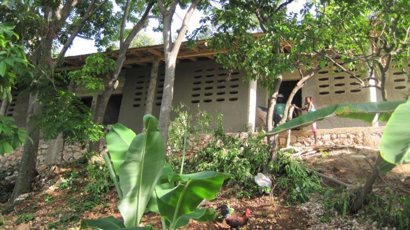Pavillon des pompiers de l'école Mark-Bourque à Debussy, en Haïti.