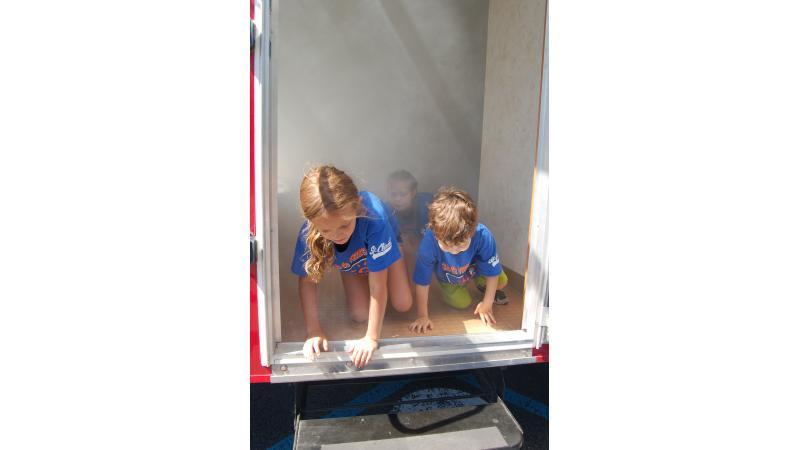 Dchildren evacuate the SIMulateur amid non-toxic smoke