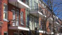 La façade de trois immeubles à appartements situés sur le Plateau Mont-Royal, à Montréal.