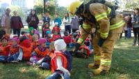 A fire safety educator speaks to children during an awareness-raising activity at McGill University.