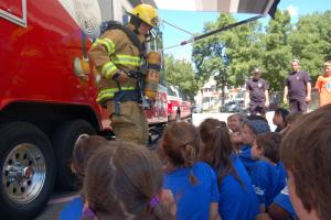 A firefighter explains his job to children