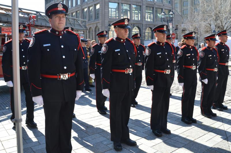 La garde d'honneur du SIM.