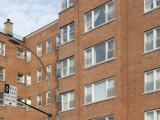 La volumétrie orthogonale des Shelbourne Towers est dynamisée par les saillies et les reculs des façades.