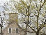 Les architectes Fetherstonhaugh & Dunford conçoivent les plans de la résidence Douglas, érigée en 1935-1936 sur des terrains donnés par W. C. Macdonald à l'Université McGill.