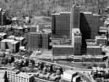Élévation principale de l'édifice Pine Avenue (ailes A et B) de l'Hôpital général de Montréal, donnant sur l'avenue des Pins Ouest.