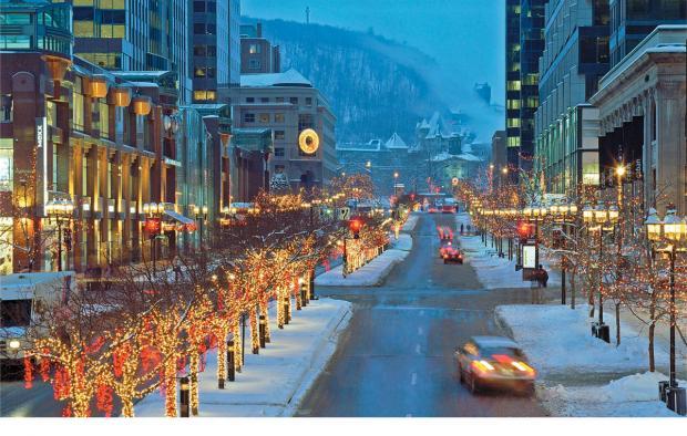 Vue du mont Royal depuis l'avenue McGill College.