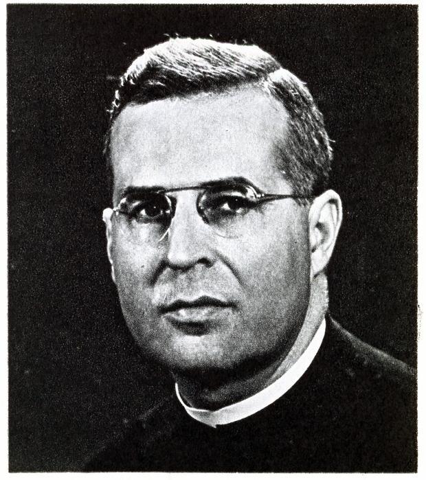 Portrait en buste du père jésuite Paul Vanier.