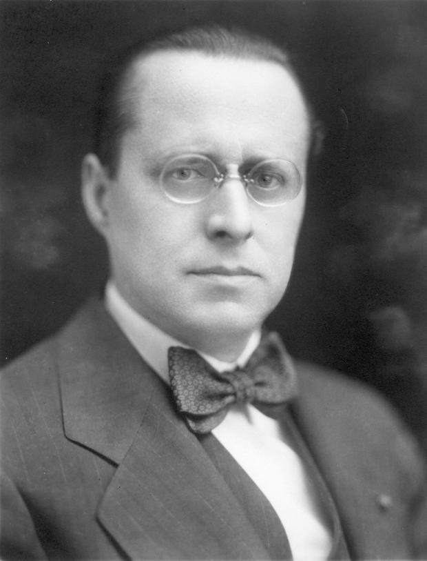 Portrait en buste d'Ernest Cormier.