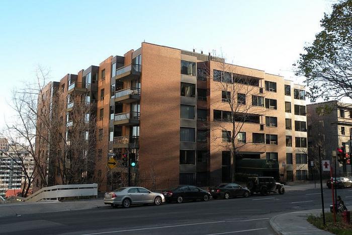 1250, avenue des Pins Ouest