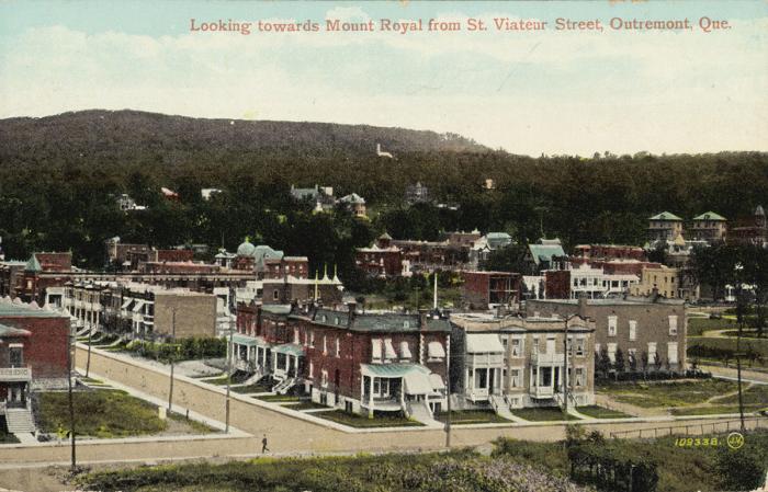 Le mont Royal vu à partir de la rue Saint-Viateur, Outremont, début des années 1920, Montréal. Carte postale.