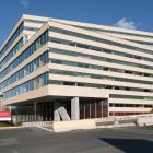 Élévation principale du pavillon Pierre-Lassonde et Claudette-MacKay-Lassonde. L'entrée gauche de la façade. Photographie.