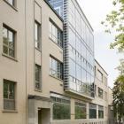 Élévation latérale gauche du pavillon de la Faculté de l'aménagement. Tout comme la façade principale, celle-ci a fait l'objet de modification au niveau des ouvertures à la suite de son acquisition par l'Université de Montréal.